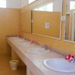 """Waschbecken in """"unserem"""" Waschhaus in der Zona Verde auf dem Campingplatz Spiaggia Lunga in Vieste am Gargano"""
