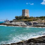 Turm und Trabucco auf dem Weg in Richtung Vieste